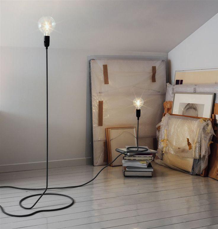Hoe cool zijn deze lampen van Design House Stockholm! De peertjes lijken net te zweven. #cord #light #minimalistisch