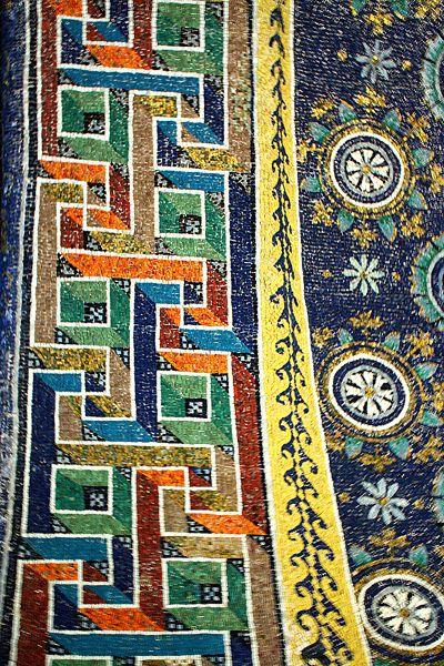 Detall de mosaic  de rajoletes a  Ravenna  Italia
