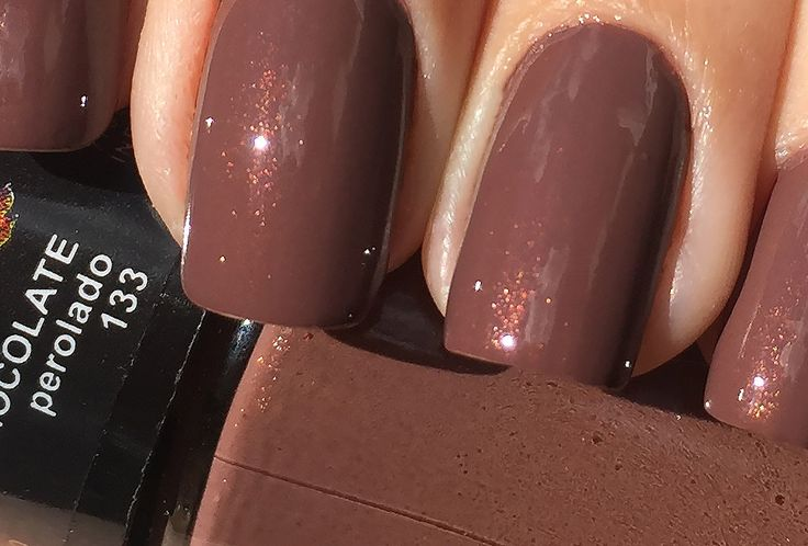 Detalhes do esmalte da semana: Chocolate Perolado, no Oh My Closet! Anita Esmaltes.