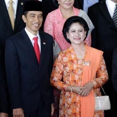 https://twitter.com/lriana_Jokowi/