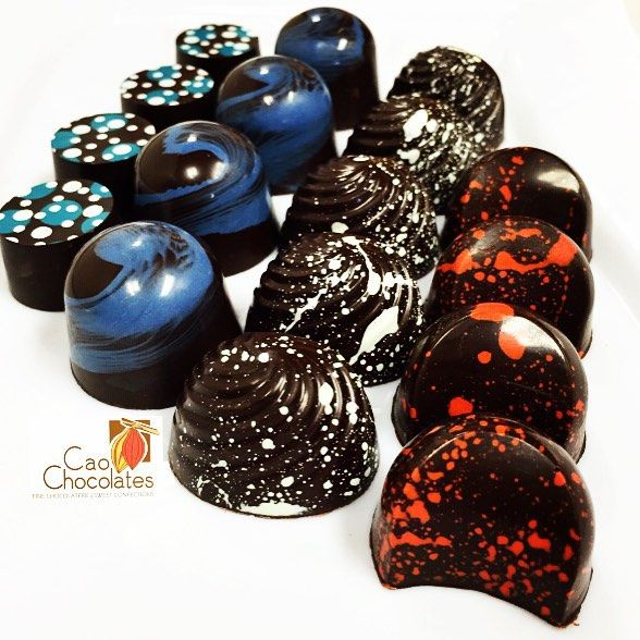 Lots of bonbons fresh made today! Salted Caramel Coconut/Rum Ponche Crema & Caribbean Cocktail! Come and find out what's your favorite! #chocolate #chocolateshop #desserts #darkchocolate #gifts #happiness #chocolateporn #kendall #local #miami #pinecrest #thatssomiami #305 #foodphotography #foodstagram #tasteofmiami #localbiz #entrepreneur #bestchocolate #iluvcao #MiamiBeantoBar #ShopSmall #beantobar #gastroart #theartofplatting #cheftalk