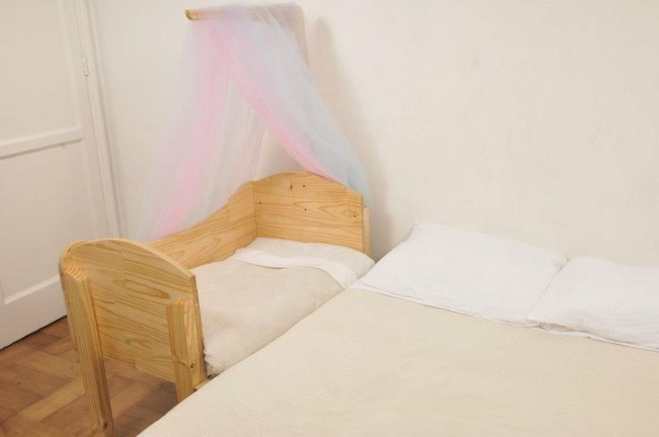 Cuna de Colecho DeAmor, modelo Recién Nacido a 1 año Medidas 60 x 90 cms. Madera ensamblaje, libre de enchapados, terciados y aglomerados, con tratamiento 100% natural y ecológico.
