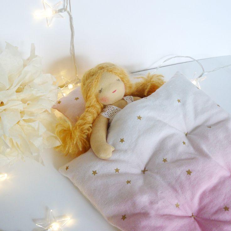 Les poupées aussi ont droit à un lit de princesse !