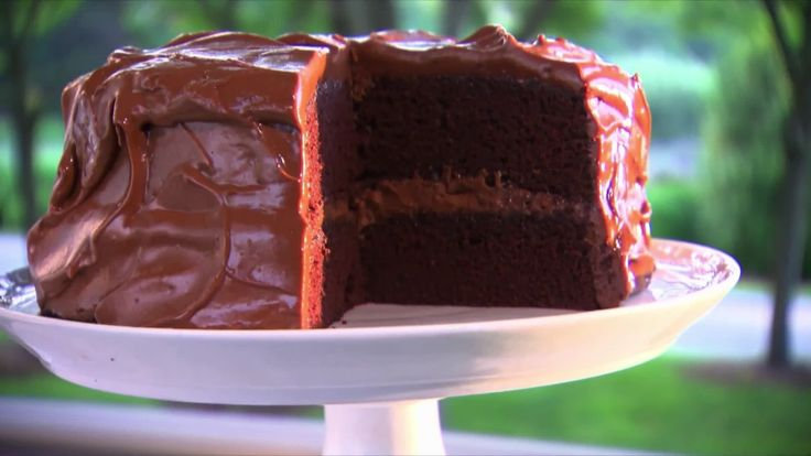 Watch Martha Stewart's Devil's Food Cake Video. Get more step-by-step instructions and how to's from Martha Stewart.