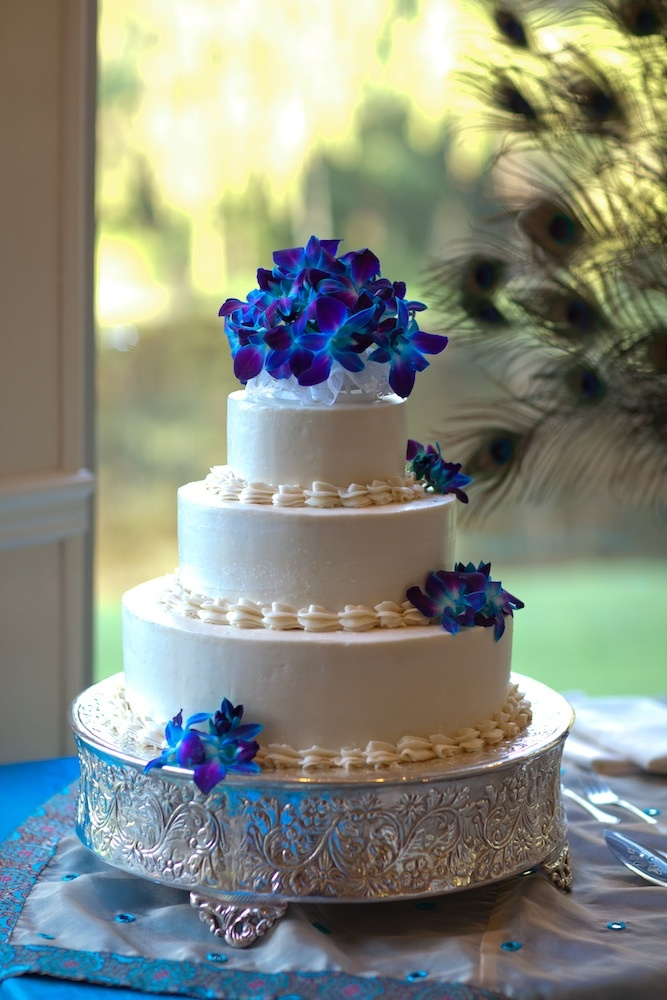 blue themed wedding cakes peacock themed simple wedding cake with blue stem dyed 12008
