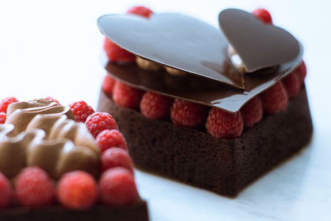 スフレ ショコラ 11cm 1,800円(税込)パーク ハイアット 東京は、2015年2月1日(日)より、バレンタインシーズンにふさわしい上質なスイーツを発売する。「スフレ ショコラ」はイタリアのdquoボネdquoと呼ばれるチョコレート風味のプリンをアレンジしたスフレケーキ。スフレ生地の上に濃厚な...