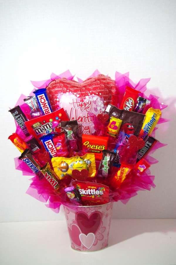Seau de friandises. 15 idées cadeaux DIY à offrir à la Saint-Valentin.