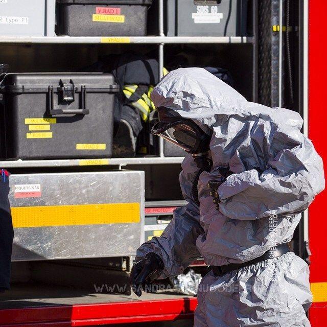 Sapeur-pompier en tenue NRBC lors d'un exercice [Ref:2316-40-0853] #sapeurpompier #SDIS #NRBC #materiel #tenue #pompier