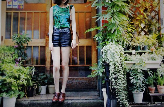 Get this look: http://lb.nu/look/4930988  More looks by IAN CHEN: http://lb.nu/ianchen  Items in this look:  H&M Shorts