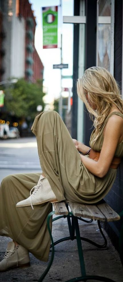 https://www.facebook.com/pages/Ch%C3%A9rie-Boutique-de-Zapatos/150914561648102?ref=hl