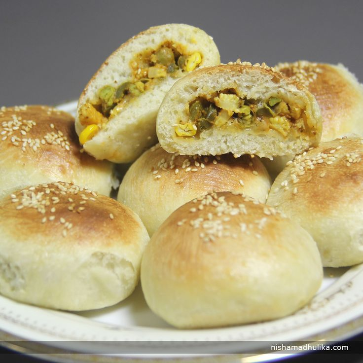 Pizza bun is a treat for all pizza lovers! If you relish eating pizzas then this recipe of pizza bun will be liked by you for sure. Recipe in English - http://indiangoodfood.com/626-pizza-masala-buns-recipe.html (copy and paste link into browser) Recipe in Hindi - http://nishamadhulika.com/901-pizza-buns-recipes.html (copy and paste link into browser)