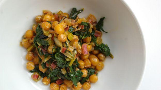 Come fare una padellata di ceci e spinaci