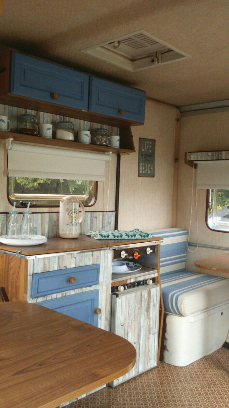 les 25 meilleures id es de la cat gorie caravane esterel sur pinterest esterel caravaning. Black Bedroom Furniture Sets. Home Design Ideas