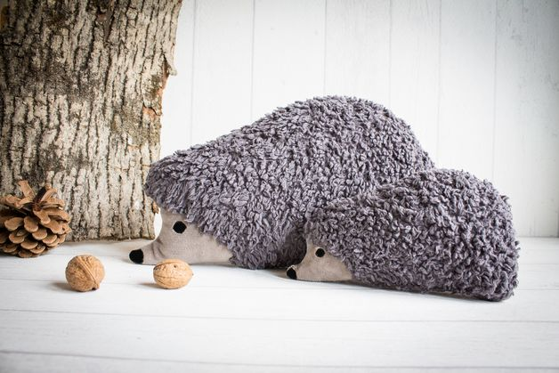 Graues Kuschel-Kissen in Form eines Igels / cuddely pillow in the shape of a hedgehog by banda di monelli via DaWanda.com