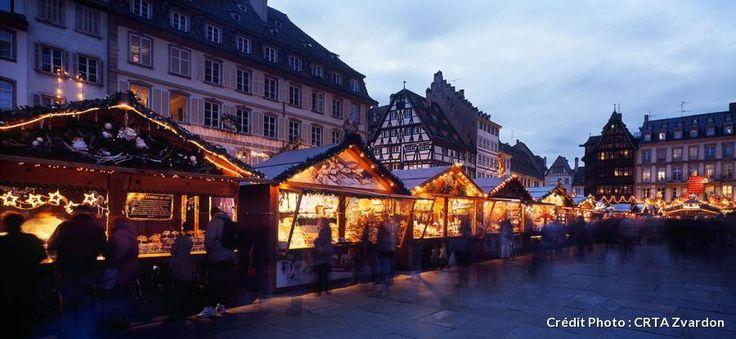 Le marché de Noël à Strasbourg, place de la Cathédrale