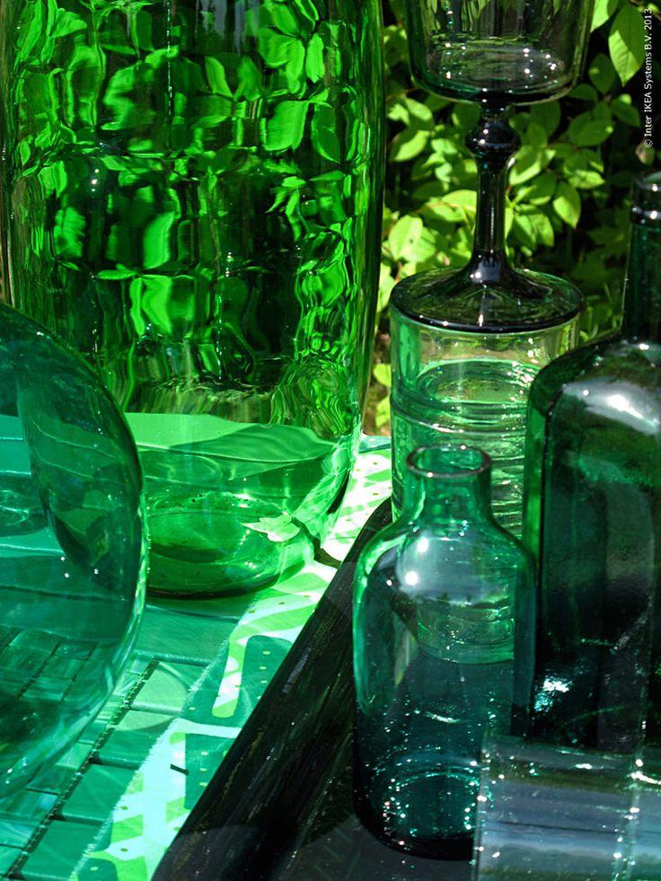 Visst drar den skimrande blågröna färgen till sig ögat lite extra denna vår. Bara ordet smaragd har ju en lockande och exotisk klang!