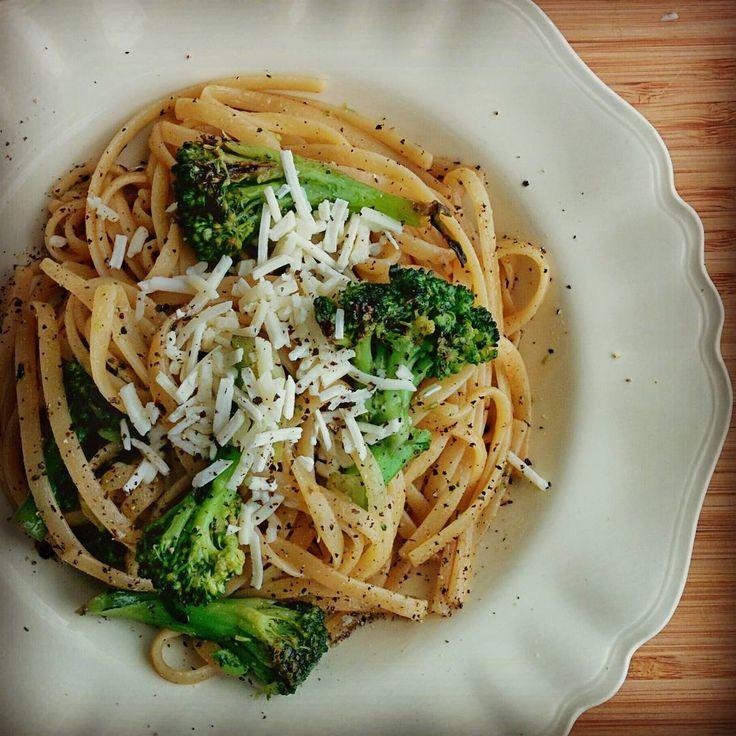 """#linguini με μπρόκολο, βούτυρο #noisette #καγιεν #ξυσμαλεμονιου και #κεφαλοτυρι. #pasta #broccoli #noisette #butter #cayennepepper #lemonzest #kefalotiri #cheese #mimiscooks …"""