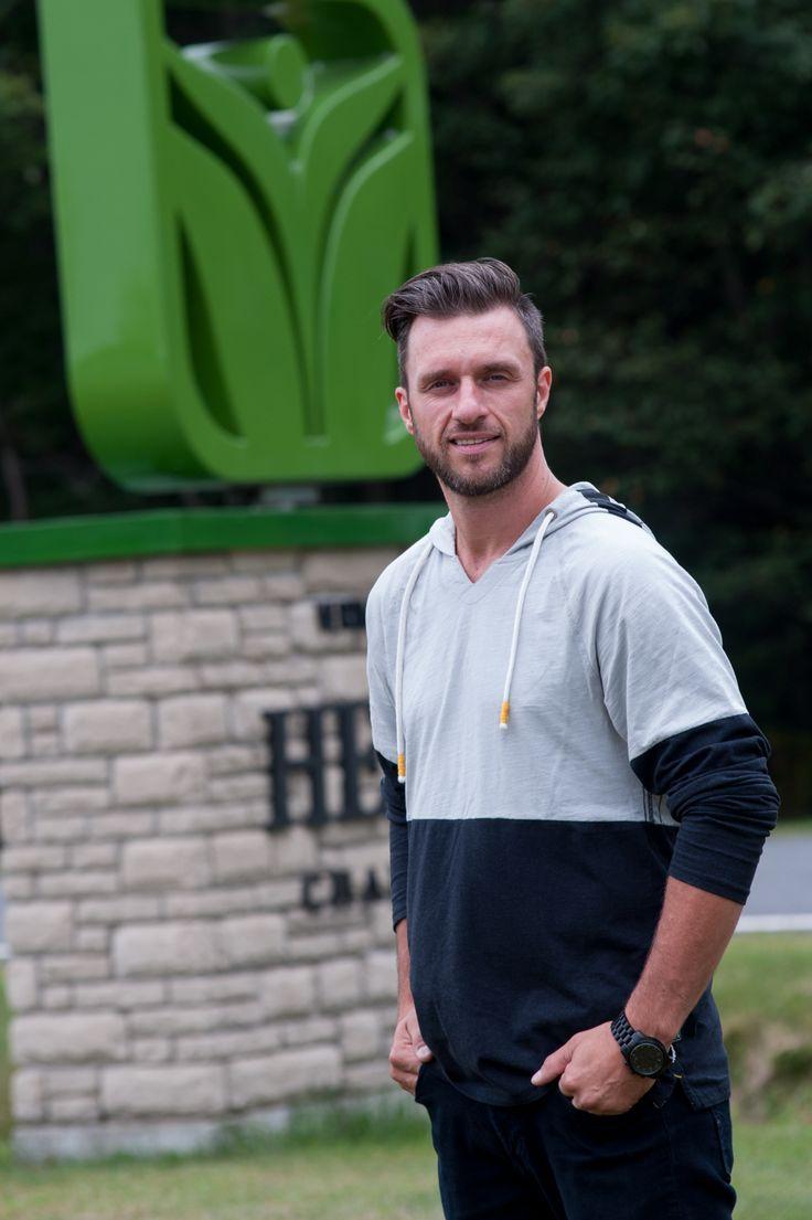 ACQUISITION. Le plus important producteur autorisé de marijuana médicale au Canada, Canopy growth corporation, a choisi Saint-Lucien pour étendre ses activités au Québec. Il vient d'acquérir l'entreprise de Dany Lefebvre, Vert Médical.