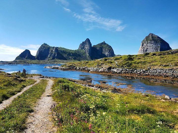 #Træna #Nordland #norway . . . . . #visitnorway #bestofnorway #ilovenorway #norgefoto #norgebilder #norwaypng #sommer #utpåtur http://ift.tt/2tvDaqa