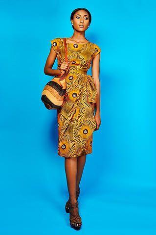 Китенге - пожалуй, самая распространенная африканская ткань. Родом она первоначально из Восточной Африки, но распространена по всему Сахелю. Это африканский батик - хлопковая ткань с рисунком. Цвет и принт конечно же несут свой смысл и свое настроение, поскольку символизм в принципе совйственен африканской культуре. первоначально Китенге использовали женщины, нося эту ткань как саронг (обкручивая вокруг бедер как юбку) или используя ее для переноски детей (как слинг). Со временем из этой…