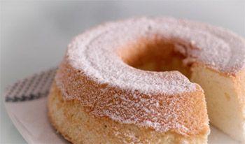 Angel cake é o novo queridinho de Paris:Ingredientes 1 xícara (chá) de farinha de trigo 2 colheres (sopa) de amido de milho 1 xícara (chá) + 2 colheres (sopa) de açúcar cristal 1/2 colher (chá) de fermento em pó 9 claras grandes (no total de 250g) 1/4 de colher (chá) de cremor de tártaro 1 fava de baunilha 120g de manteiga derretida e quente