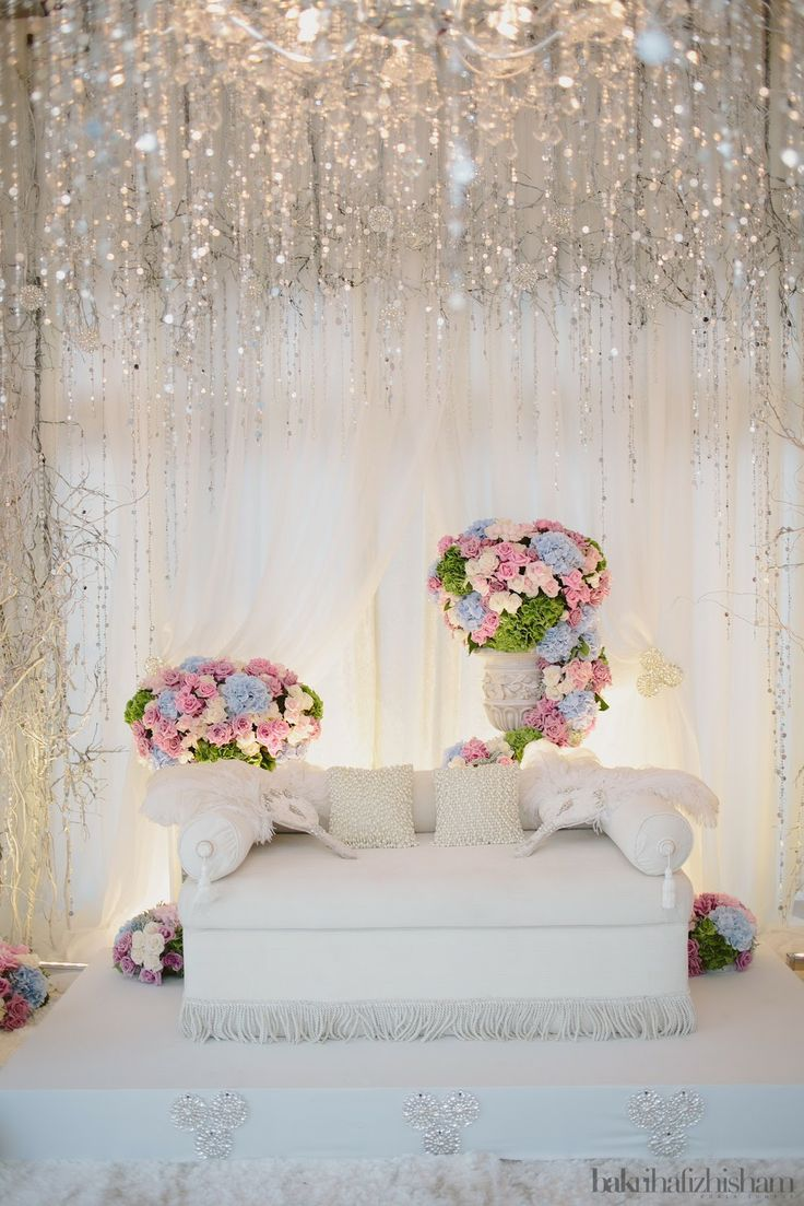 Almost ideal pelamin for wedding (minus the flower arrangements). Need to soften it up with white flowers.