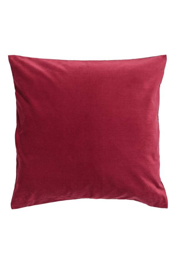 Dark red. Cushion cover in cotton velvet with a concealed zip.