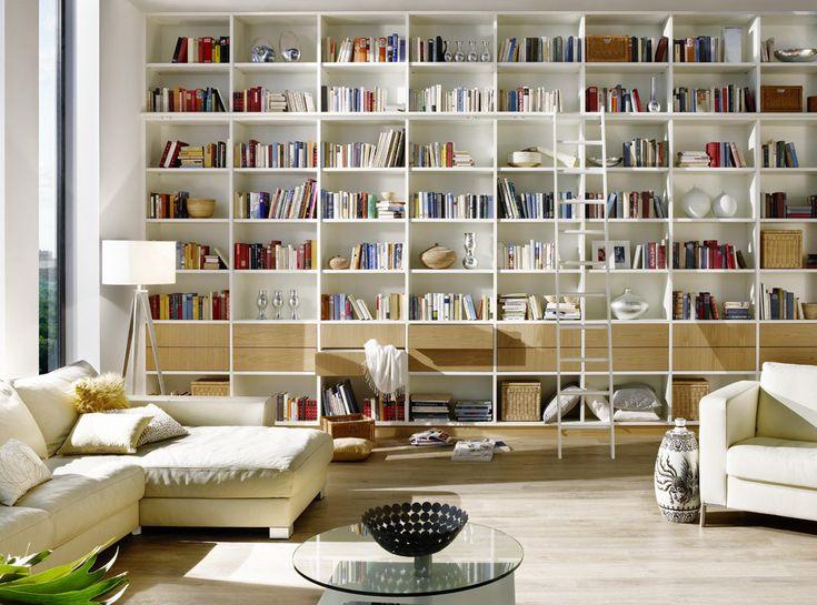 Kamerhoge witte boekenkast op maat
