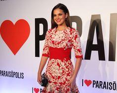 Luxo! Bruna Marquezine usa vestido de R$ 21 mil em lançamento de novela | Notas Celebridades - Yahoo Celebridades Brasil