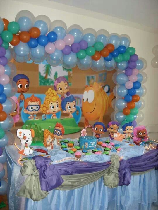 46 best images about cake table katiadecors on pinterest cake table minnie mouse cake and - Bubble guppies center pieces ...