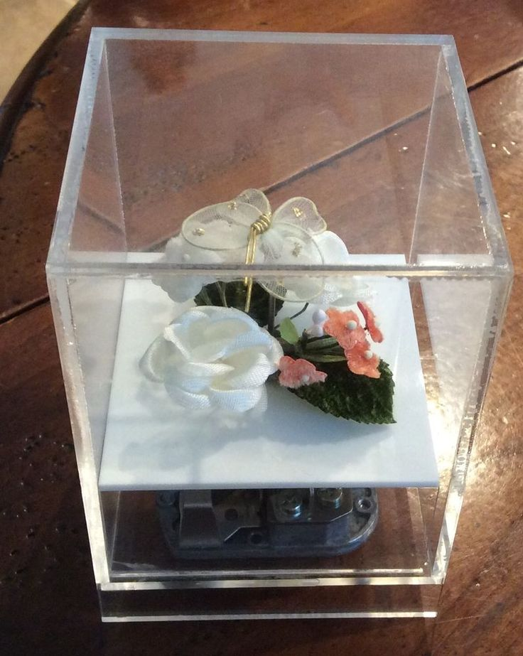 """LUCITE OLD VINTAGE DANCING SPINNING BUTTERFLY MUSIC BOX """"BEAUTIFUL MORNING"""" #popartmod #LUCITECUBEBUTTERFLYSPINS"""