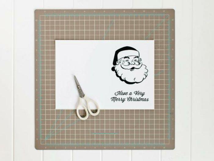 como hacer adornos de navidad, tarjeta con papa noel para dibujar y decorar, ideas DIy para los niños
