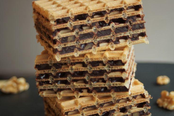Dla mnie piszinger to dzieciństwo. Jeśli jeszcze nie próbowaliście wafli przekładanych masą kakaową to koniecznie zróbcie. Brzmi banalnie? Ale piszinger nie smakuje banalnie.