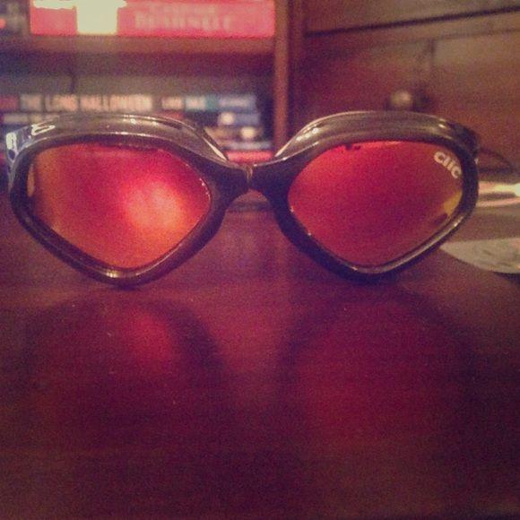 Snowboarding Goggles Clic snowboard goggles. Polarized orange lenses, never used. Clic Accessories