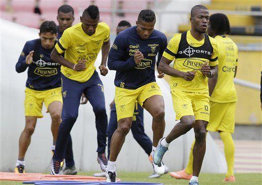 Ecuador diezmado por lesiones expone invicto ante Paraguay - http://a.tunx.co/g1X0S
