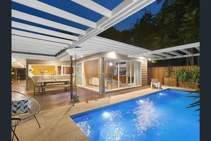 North of Terrigal. Pool, close to beach, 12 guests