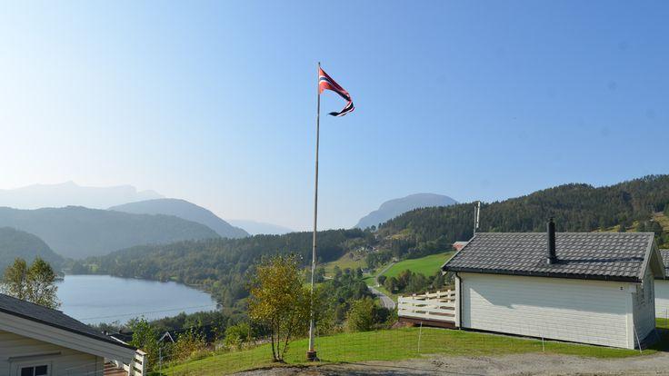 Andalsnes arrangement - Gjerdset Turistsenter  8-Daagse reis inclusief overtocht Kiel - Oslo vv verblijf in de huisjes van Gjerdset Turistsenter en een hotelovernachting in Oslo. De reis is naar keuze te verlengen. Ligging: Gjerdset Turistsenter ligt op korte afstand van het visrijke Rødvenfjord op slechts 18 km van Åndalsnes. Prachtig uitzicht op de meest beroemde bergtoppen in Romsdalen. Dichtbij de Trollstigen een van de meest bezochte attracties in Noorwegen en een goed begin voor…