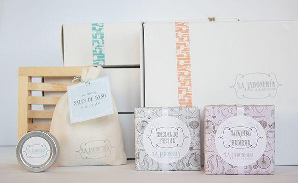 Impresum ha realizado este desarrollo de packaging con papeles y tintas ecológicas, cuidando hasta el más mínimo detalle.