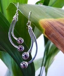 Long pearl earrings - deep grey