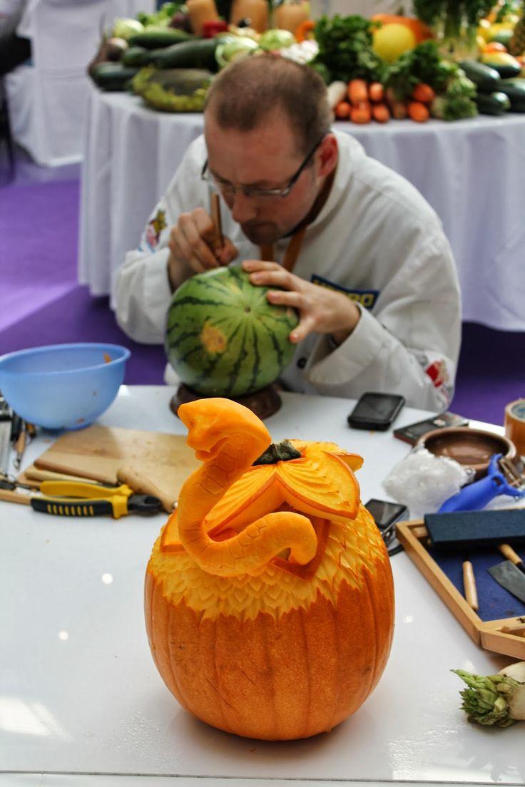 The Making Of A Snake - Krakow - Poland - more here: http://twistedredladybug.blogspot.de/2013/10/art-everywhere-even-in-fruits.html