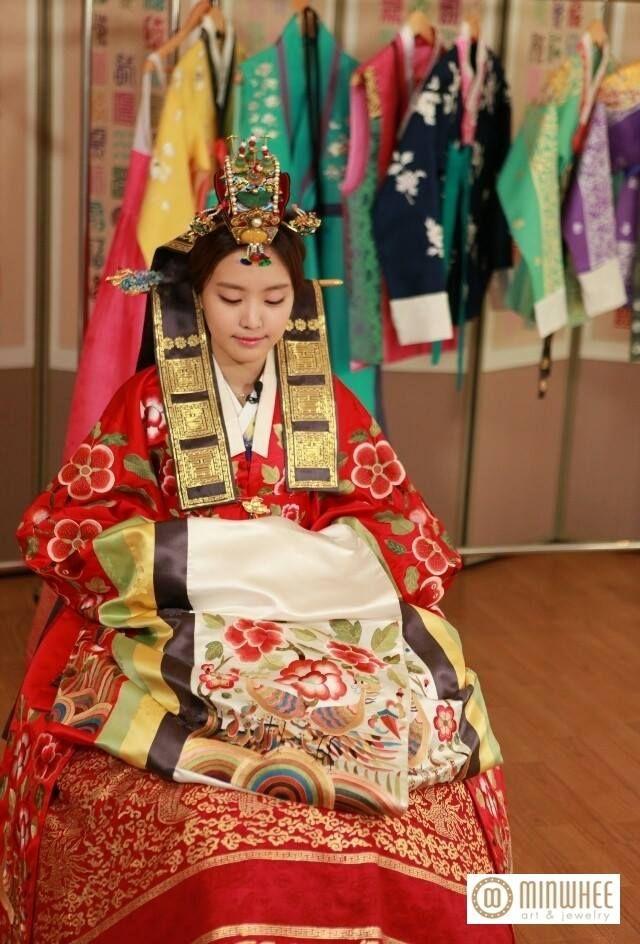 APink NaEun @ TV 'WGM' in Traditional Korean Wedding Style