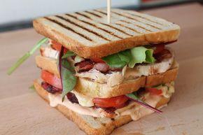Club Sandwich mit Hähnchen, Bacon & Cocktailsauce :http://was-koche-ich-heute-rezepte.de/2016/01/club-sandwich/