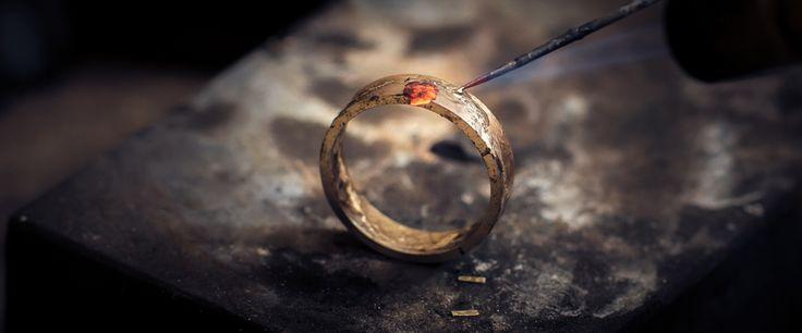 Obrączka w trakcie przygotowań.  #obrączka #obrączkiślubne #ślub #wesele #złoto #jubiler #złotnik