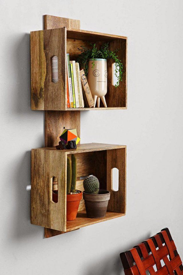 Etagères réalisées avec des caisses en bois