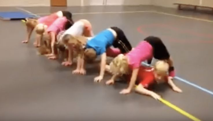 Tunnel estafette - Leuke inleiding waarbij samenwerken en lichaamsspanning meteen warm zijn.