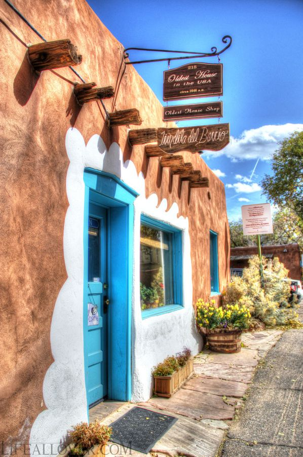 Here we are at the oldest house in the USA, built in 1646 - Santa Fe, New Mexico......