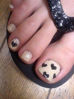 nails | pedicure - pink polish with black hearts