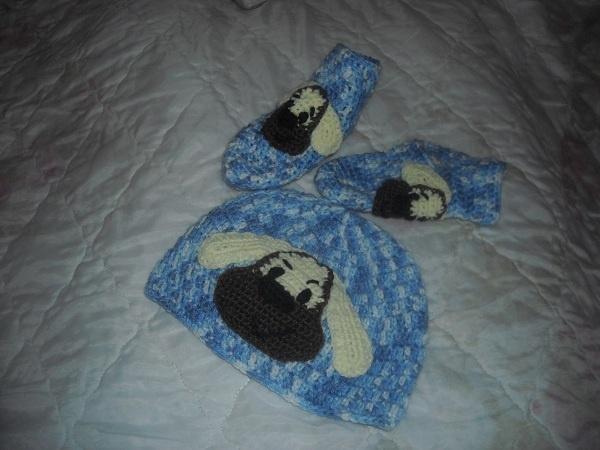 12 čepička a ponožky