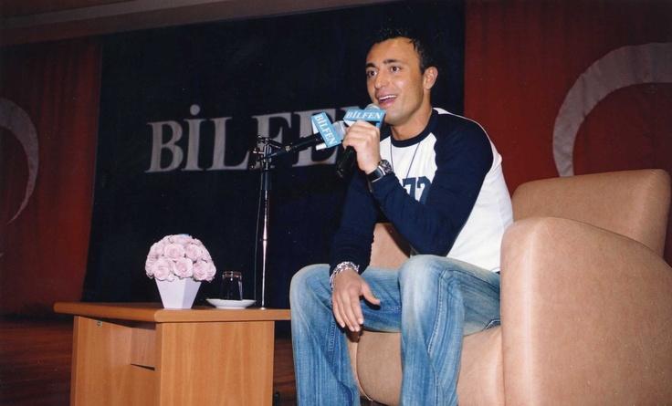 """SANDAL İLE MÜZİK YOLCULUĞU  Türk Pop Müziğinin sevilen sanatçısı Mustafa Sandal Bilfen Okulları """"Kültür ve Sanat Etkinlikleri"""" kapsamında öğrencilerle bir araya geldi. Söyleşinin ardından mini bir konser de veren Sandal, Bilfen'e keyifli dakikalar yaşattı."""