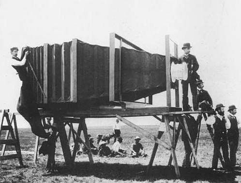 http://www.fotoart.gr/arthra/ - THE LARGEST CAMERA circa 1900